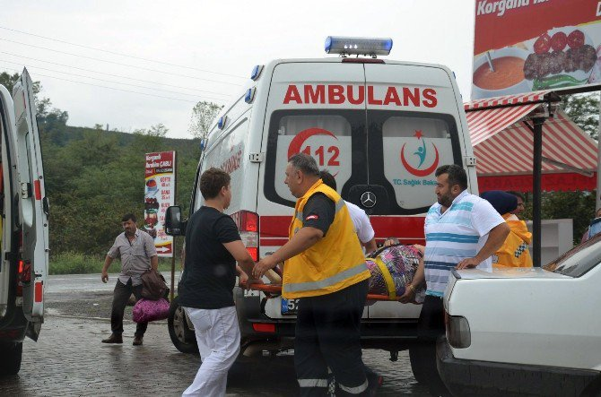 Ordu, Fatsa'da Otomobil Minibüse Çarptı: 5 Yaralı
