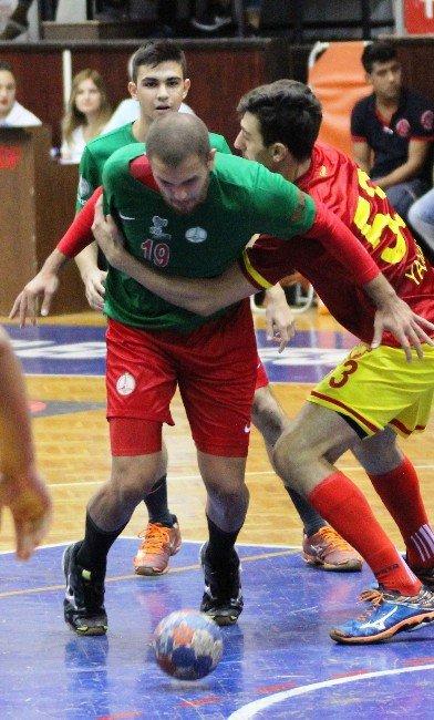 Hentbol Erkekler Türkiye Kupası'nda Göztepe, Karşıyaka Belediyespor'u yendi