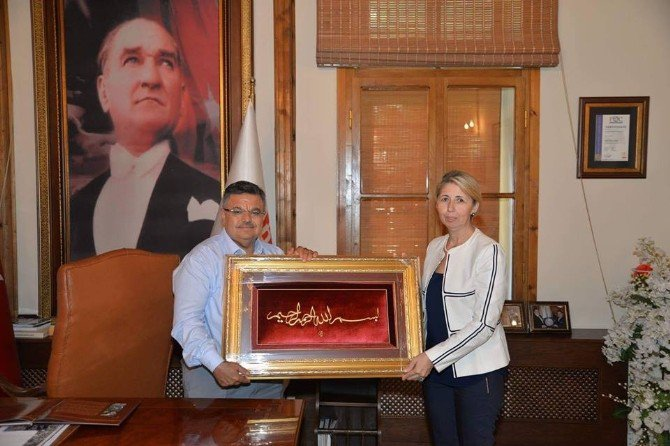 Sanatçı Dikilitaş'tan Başkan Yağcı'ya Ziyaret