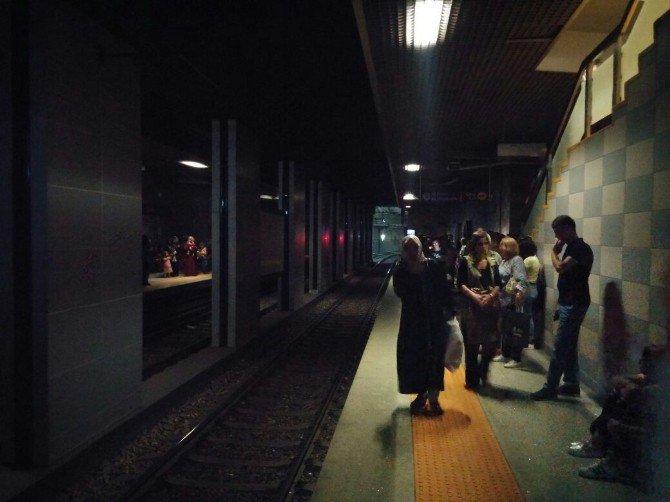 Bursa'da Metro İstasyonunda Trafo Patladı