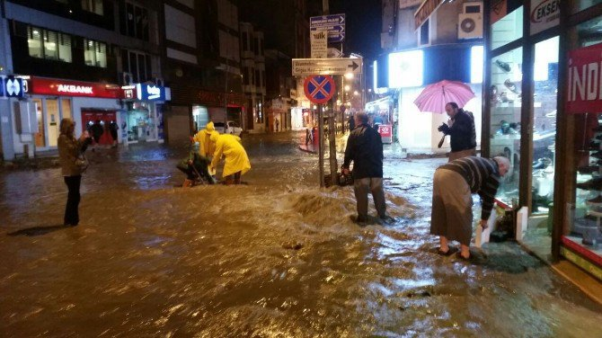 Zonguldak'ta Şiddetli Yağış Hayatı Felç Etti