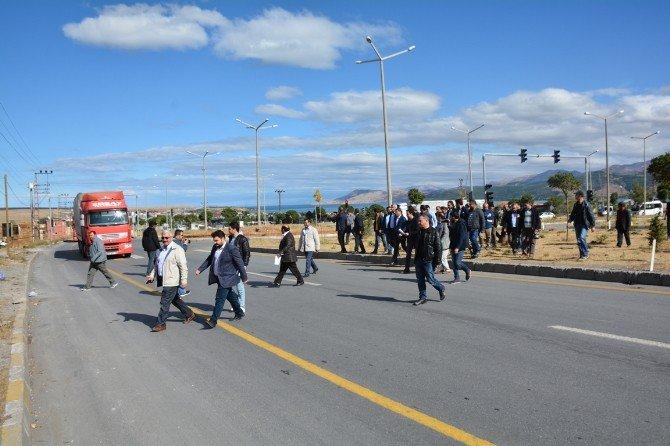 """Bitlis'teki Sivil Toplum Kuruluş Temsilcileri'nden """"Ölüm Kavşağı"""" Tepkisi"""