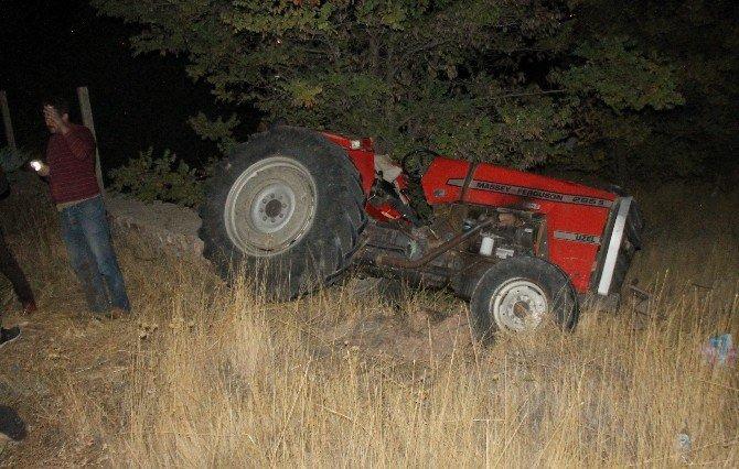 Traktörle Otomobil Çarpıştı: 2 Ölü