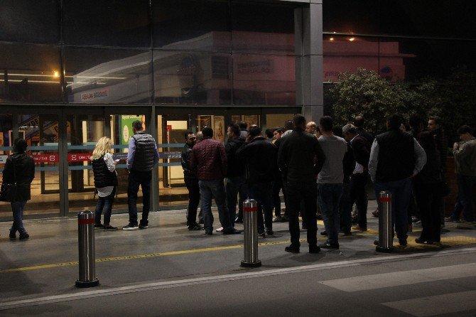 Bursa'da gece Yarısı iPhone 7 Kuyruğu!