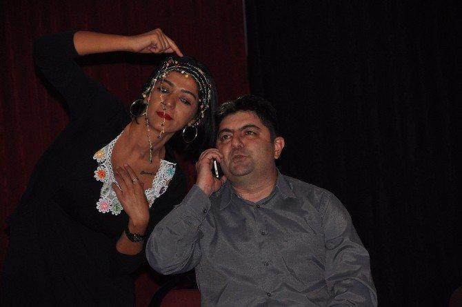 İzmir İl Emniyet Müdürlüğü, Dolandırıcılık Olaylarını Artık Tiyatro İle Anlatıyor
