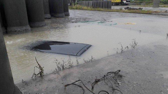Rize, Ardeşen'de Aracını Park Etmek İsterken Havuza Düştü
