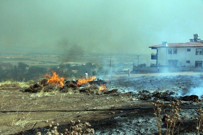 Antalya'da Çıkan Yangında Alevler Evine Yaklaşınca Sinir Krizi Geçirdi