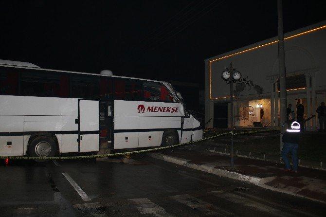 Kontrolden Çıkan Otobüs Bebek Mağazasına Girdi: 1 Ölü