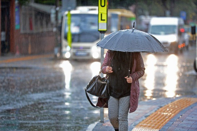 İstanbul'u Etkisi Altına Alan ''Yağmur'' Manzaraları