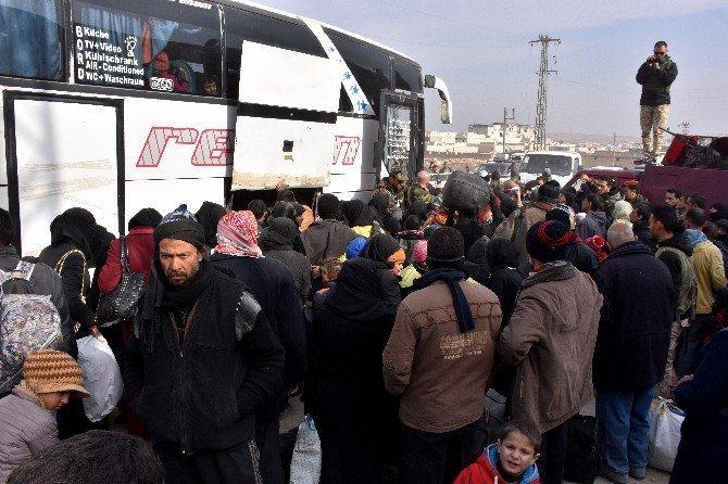 Binlerce Sivil Halep'ten Kaçmaya Devam Ediyor