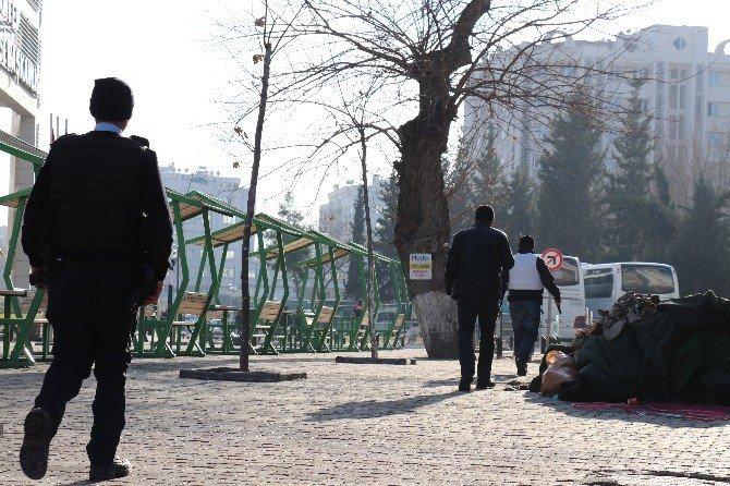 Gaziantep'te Emniyet Müdürlüğü Önünde Çatışma