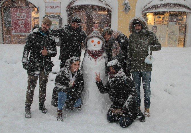 Samsun'da Yoğun Kar ve Tipi Hem Çile Hem Eğlence Oldu