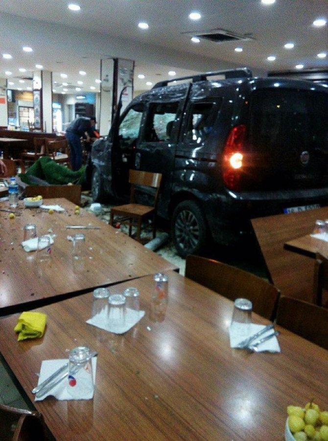Bursa'nın Ünlü Restoranında Kaza Dehşeti: 6 Yaralı