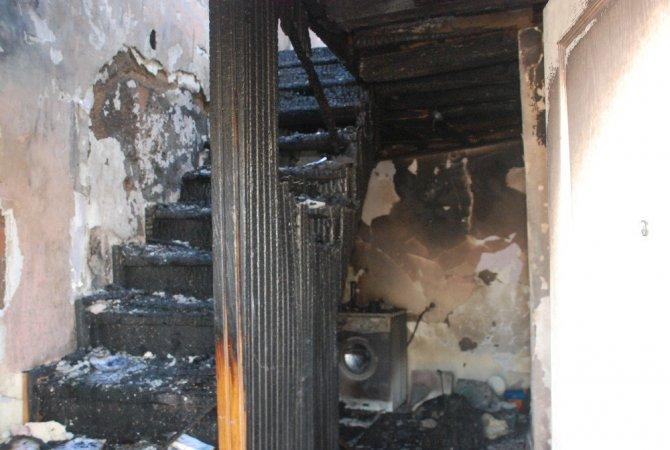 Tokat'ta Evleri Yanan 3 Aileye Belediye ve Kızılay'dan Yardım