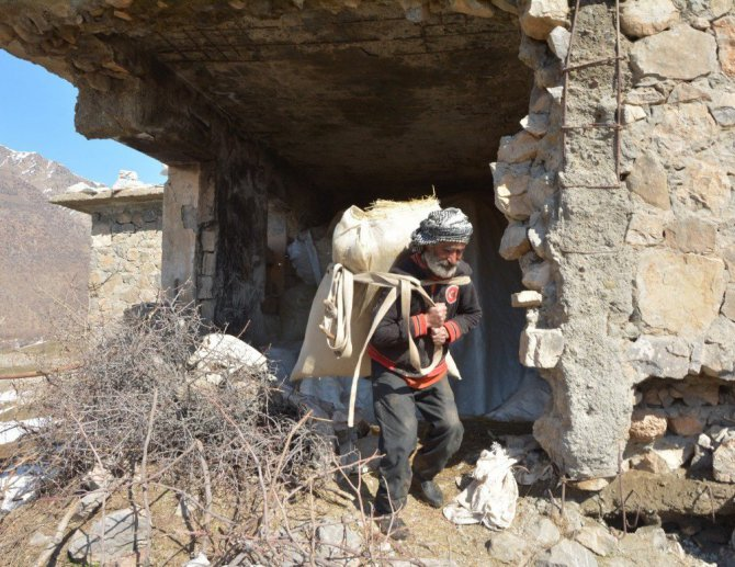 Derviş Muhan, 22 Yıl Önce Boşatılan Köyde 7 Yıldır Tek Başına Yaşıyor