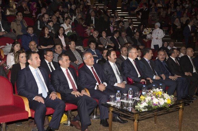Atatürk Üniversitesi'nde 14 Mart Tıp Bayramı Ve Geleneksel Önlük Giydirme Töreni
