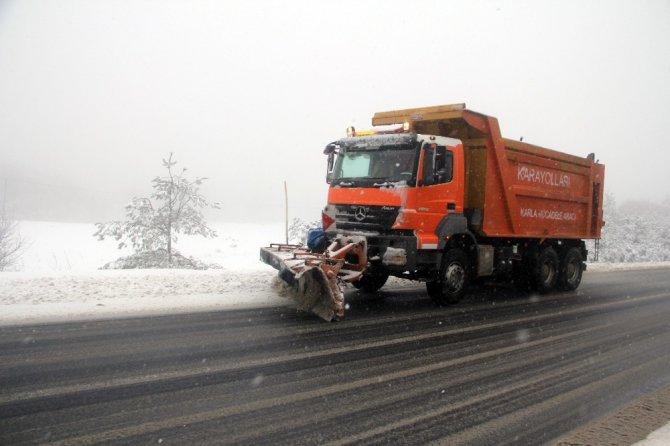 Bolu Dağı'nda Kar Yağışı Ve Sis Ulaşımı Yavaşlattı