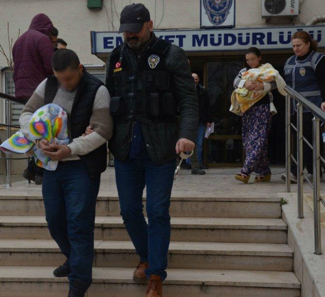 Uyuşturucu Taciri 20 Günlük Bebeğiyle Gözaltına Alındı
