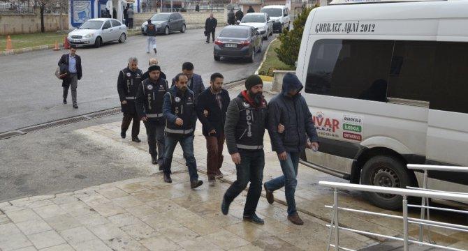 Karaman'da Fetö'den Gözaltına Alınan 4 Kişi Adliyeye Sevk Edildi