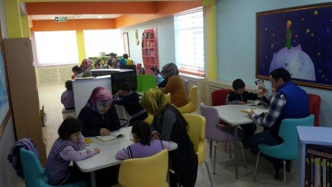 """Pınarbaşı'nda """"Ailemle Okuyorum"""" Projesi Başladı"""