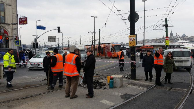 Sirkecide Tramvay İkinci Kez Raydan Çıktı