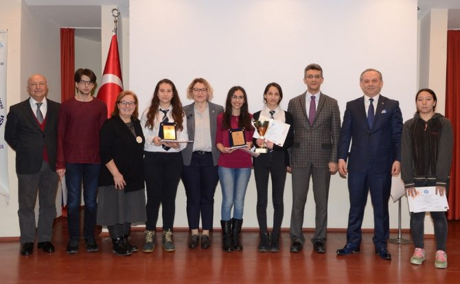 """Esogü'de Düzenlenen 10'uncu """"Beyin Bilgi Yarışması""""nda Ödüller Sahiplerini Buldu"""