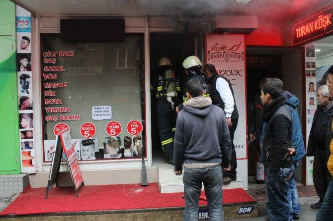 Berber Dükkanında Çıkan Yangın Korkuttu