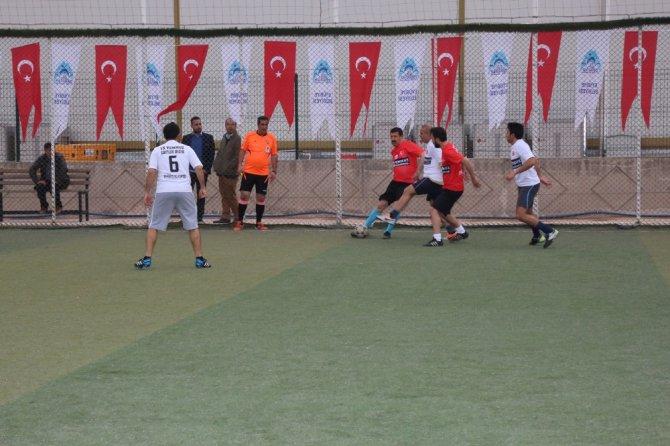 Şehitler Anısına Düzenlenen Futbol Turnuvası Başladı