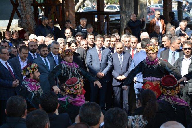"""Bakan Zeybekçi: """"Ana Muhalefet Lideri Tek Ayak Üstünde Kırk Yalan Söylüyor"""""""