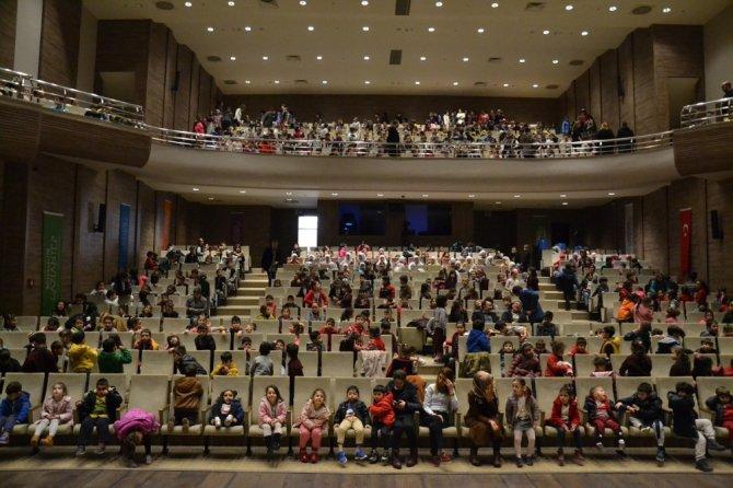 Büyükşehir 5232 Çocuğu Tiyatroda Buluşturdu