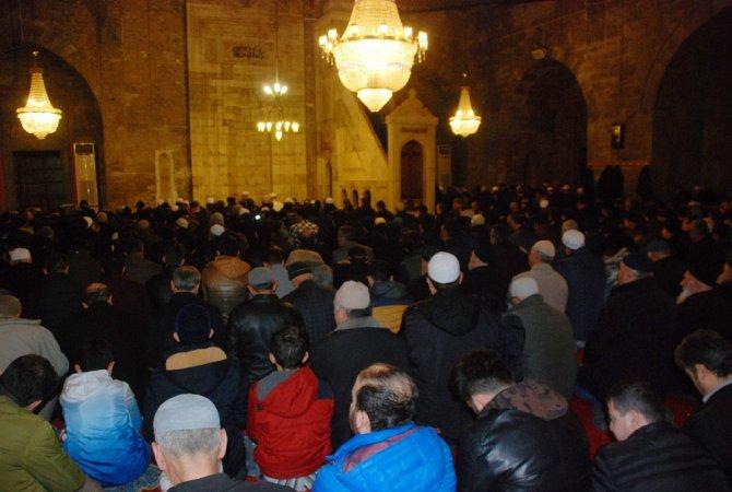 Vatandaşlar Sabah Namazında Çanakkale Şehitleri İçin Dua Etti