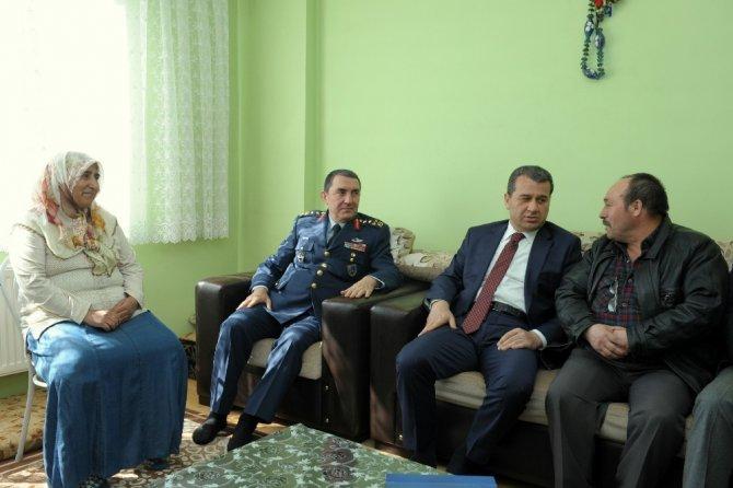 Vali Çelik, Şehit Piyade Uzman Çavuş Gürsel Demir'in Ailesini Ziyaret Etti