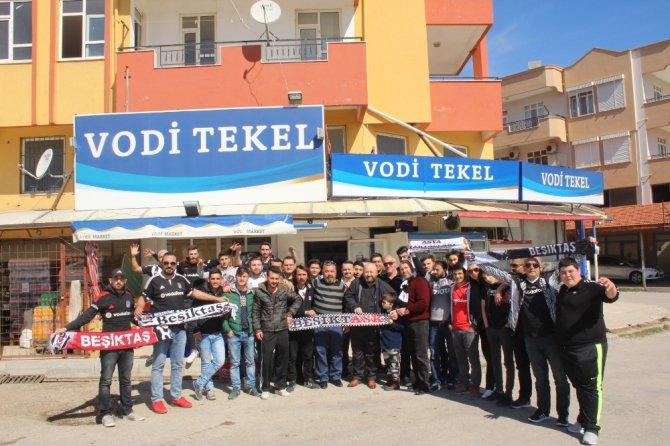 Fenerbahçeli Taraftarların Yağmaladığı Markete, Beşiktaş Taraftarından Geçmiş Olsun Ziyareti
