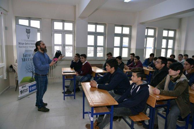 Kocaeli'de Öğrenciler Karikatür Sanatının İnceliklerini Öğreniyor