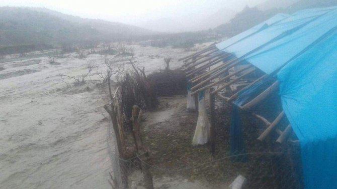 Şirvan'da Selde Köprü Yıkıldı, Okul Kullanılamaz Hale Geldi