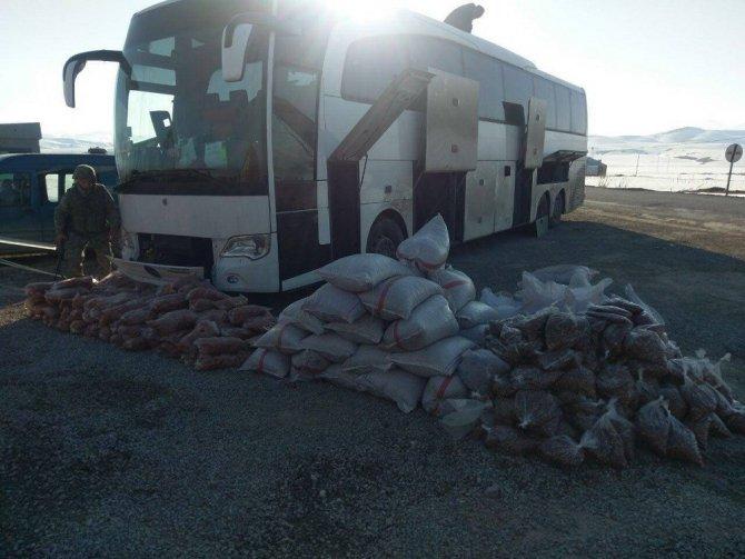 Başkale'de 2 Ton 500 Kilo Kayısı Ve Fındık İçi Ele Geçirildi