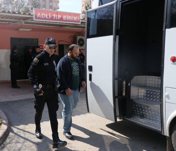 Adana'da 'Bylock' Kullanan 1'i Kadın 14 Polis Adliyeye Sevk Edildi