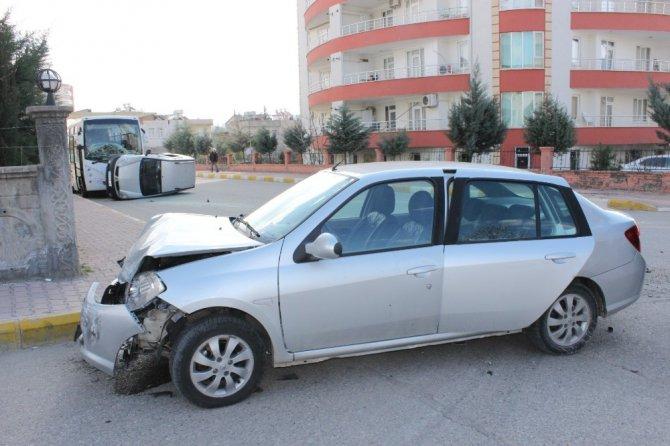 Otomobile Çarpıp Taklalar Atan Araç, Park Halinde Otobüse Çarparak Durabildi