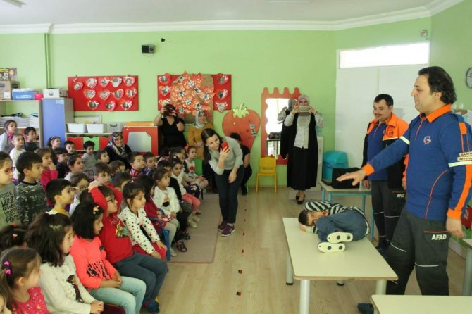 Okullardaki Afet Eğitimleri Sürüyor
