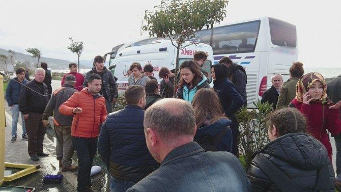 Lastiği Patlayan Servis Minibüsü Takla Attı, Öğrenciler Ölümden Döndü