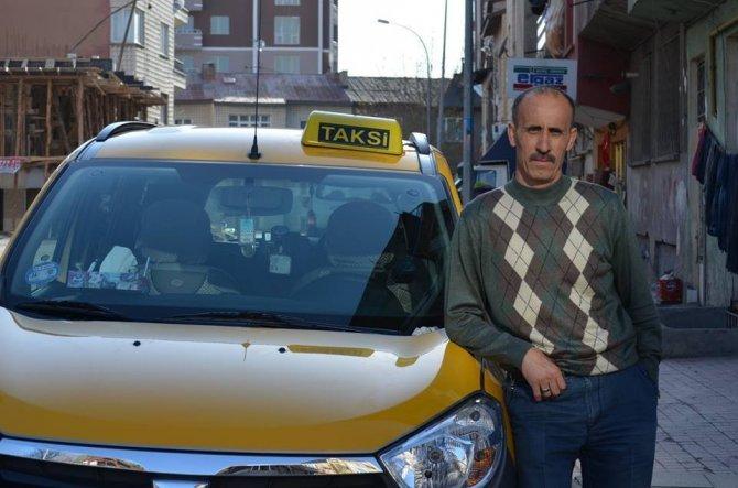 Yolcu Otobüsü İle Taksi Çarpıştı: 1 Ölü