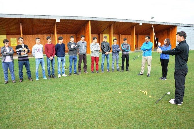 İşitme Engelli İlk Milli Golfçüler, Büyükşehir Golf Kulübü'nde Yetişiyor