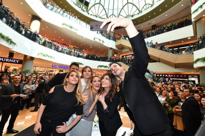 Tatlım Tatlım Filmine İzmir'de Coşku Dolu Gala