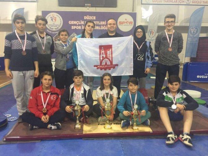 Bilecik Belediyespor Halter Takımı Düzce'den 3 Kupa Ve 11 Madalya İle Döndü