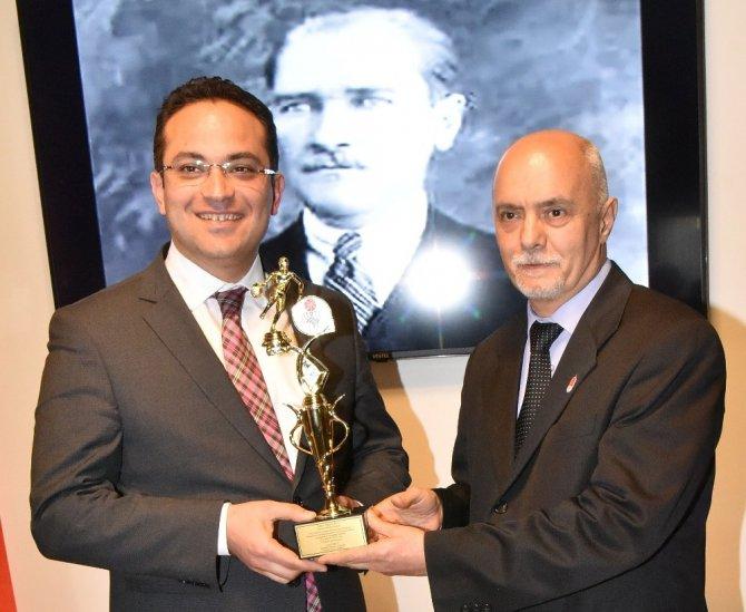 Başkan Atila'ya Basketbol Oskarı
