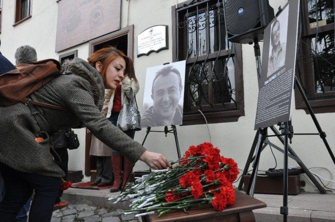 Eskişehirliler Talipoğlu'nun Adının Yaşatıldığı Müzeye Karanfiller Bıraktı