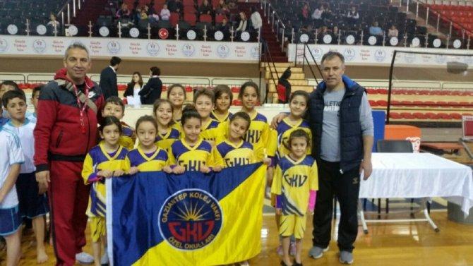 Gkv'li Jimnastikçiler Bölge Şampiyonası Yolcusu