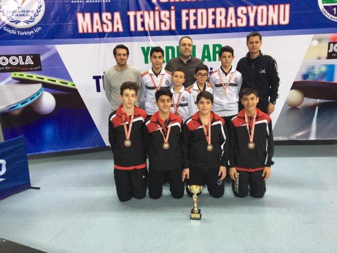 Yalova Takımları Kayseri'de 2 Kupa Kazandı