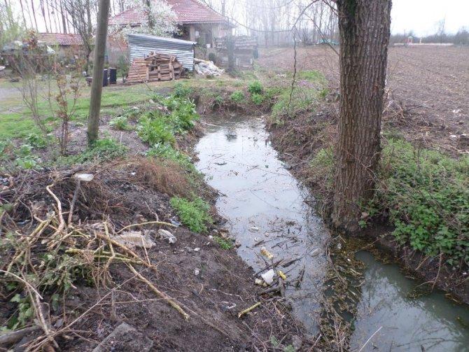 Çocuk Parkı Yanındaki Lağım Kanalı Tehlike Saçıyor