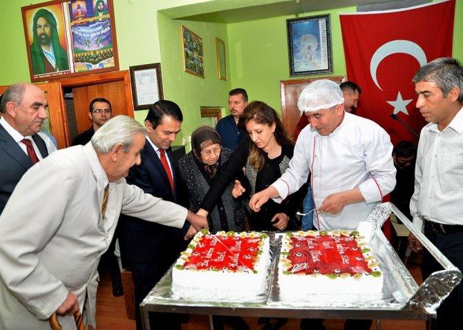 """Hacıbektaş Rıfat Kartal Huzurevinde """"Yaşlılar Haftası"""" Kutlandı"""